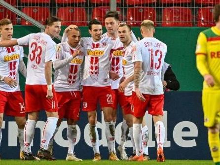 Cool im Elfmeterschießen: Jahn Regensburg wirft Köln raus
