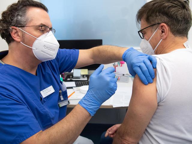 Corona in Deutschland: Stiko empfiehlt dritte Impfung für bestimmte Risikopatienten