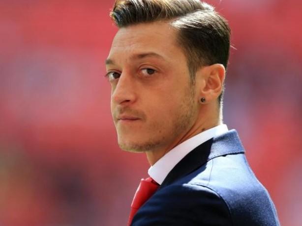 Vertrag bis Sommer 2018: Gerüchte um Özil-Wechsel zu Manchester United