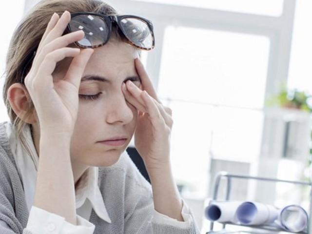 Häufig blinzeln und Sonnenbrille tragen: So bleiben die Augen geschützt