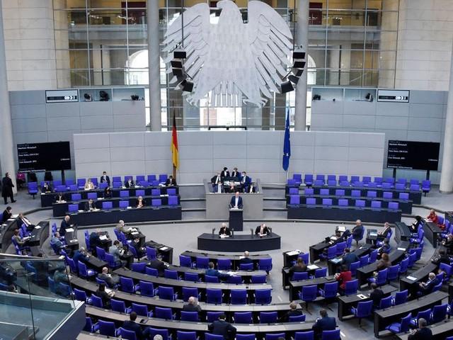 Bundestag stimmt Lockerungen für Geimpfte zu
