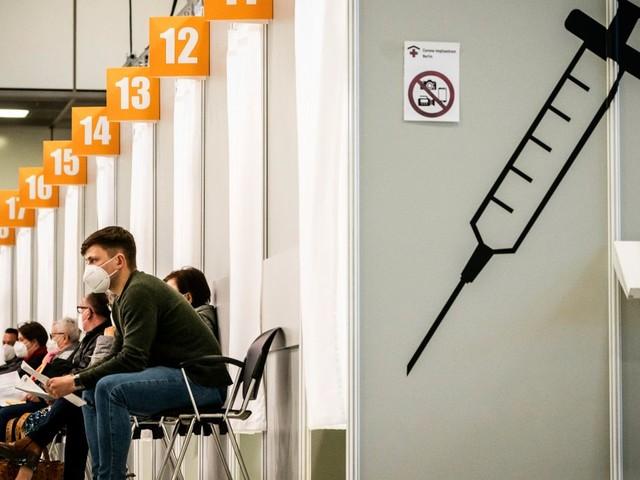 Corona-Virus: Wolfgang Schäuble und Markus Söder fordern mehr Tempo bei Impfungen