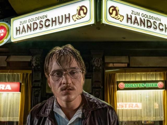 """Gewinnen: Fan-Pakete zu """"Der Goldene Handschuh"""" von Fatih Akin"""
