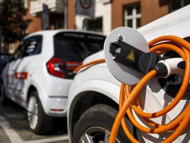 Mobilität: Allianz: Elektroautos teurer in der Reparatur