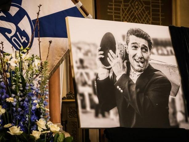 Abschied: Chronik: So bewegend war die Trauerfeier von Rudi Assauer