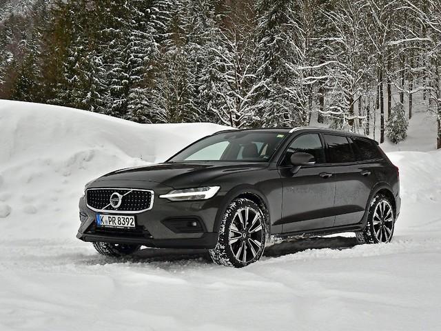Thors Kombi-Hammer fürs Grobe: Volvo V60 Cross Country - Fahrspaß mit Tradition
