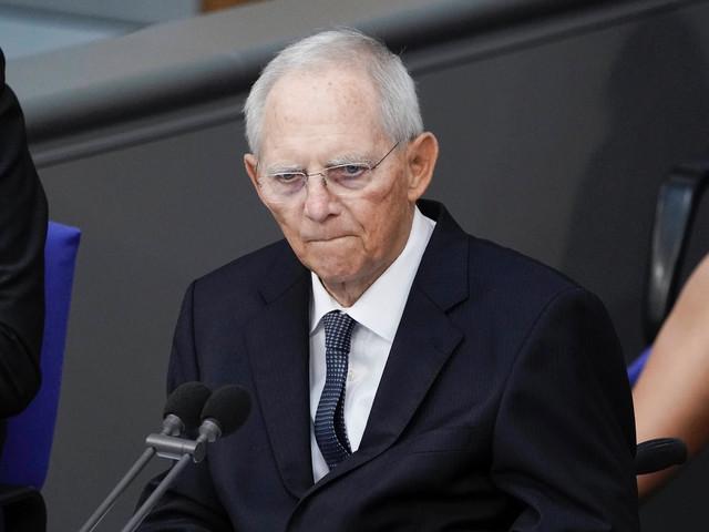 Impfungen für Kinder: Wolfgang Schäuble drängt Impfkommission zu Kurswechsel