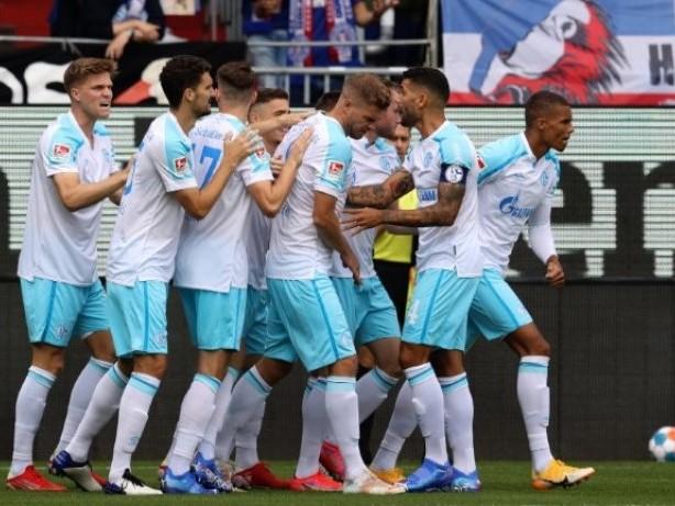 3:0 in Kiel: Schalke gewinnt erstes Zweiligaspiel seit 30 Jahren