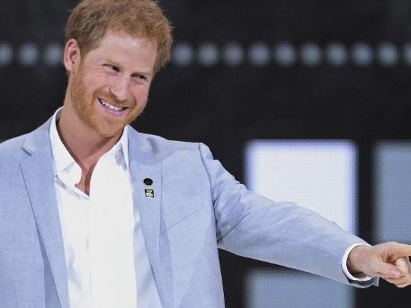 Hier küsst Prinz Harry seine Meghan zum ersten Mal in der Öffentlichkeit