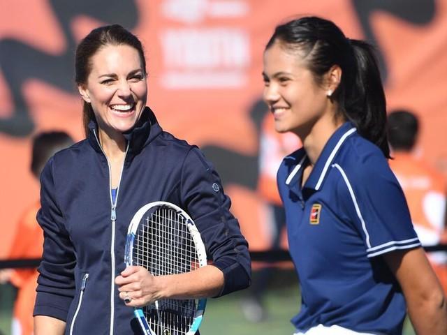 Herzogin Kate spielt mit US-Open-Siegerin Emma Raducanu Tennis