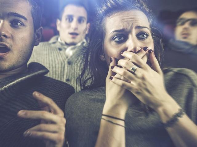 Horrorfilm-Studie: Händchenhalten mit Partner mindert Stress