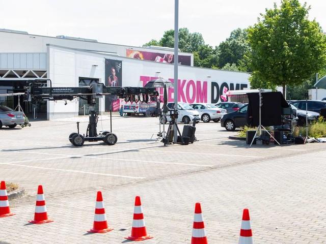 [GA+] Noch keine offizielle Bestätigung: Dreharbeiten für deutsche Fernsehserie am Telekom Dome in Bonn