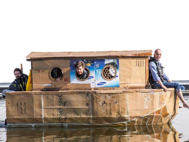 DIY – Ein Hausboot aus Pappe selber bauen