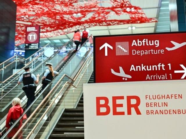 Freude und Kritik: Hauptstadtflughafen BER startet