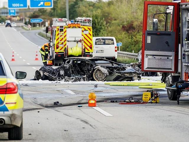 Toter bei mutmaßlich illegalem Autorennen - Polizei fahndet nach Fahrer