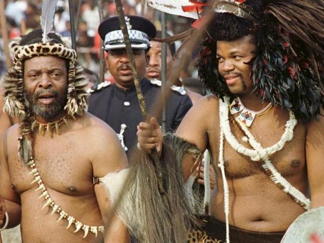 Ein Volk gegen den afrikanischen Protz-König