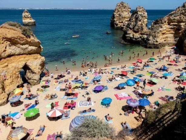 Neue Einstufungen: Malta und Algarve werden von Corona-Risikoliste gestrichen