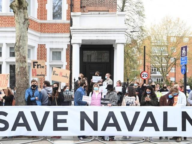 Ärzte flehen Nawalny an: Bitte beenden Sie den Hungerstreik!