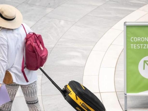 Corona-Pandemie: RKI: Zunehmend Corona-Fälle nach Reisen gemeldet