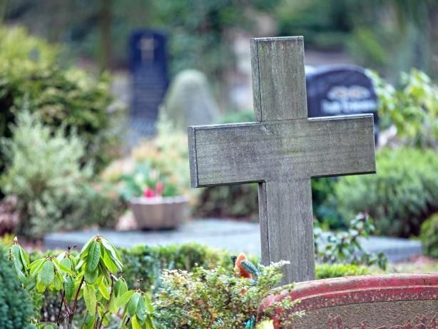 Diebstahl in Hagen: Totenruhe gestört: Hagener holt sich Grabstein vom Friedhof