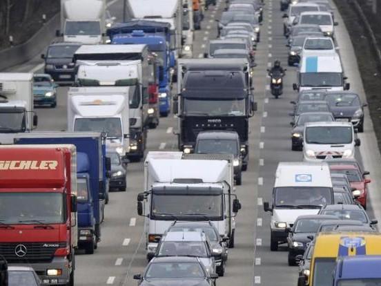 Auf DIESEN Autobahnen warten Staus undVerzögerungen auf Sie