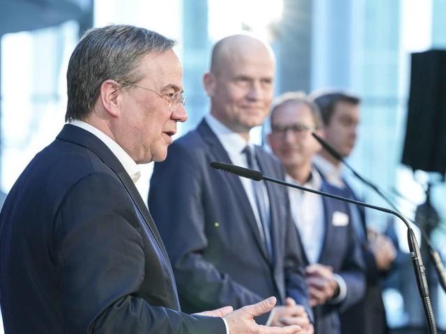Newsblog zur Bundestagswahl: Laschet schlägt Brinkhaus als Fraktionschef für sechs Monate vor