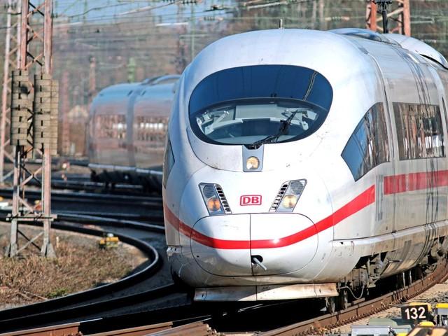 Verkaufsbeginn ab Montag: Schnäppchen-Aktion von Aldi und Bahn: Zwei ICE-Fahrkarten deutschlandweit für 49,90