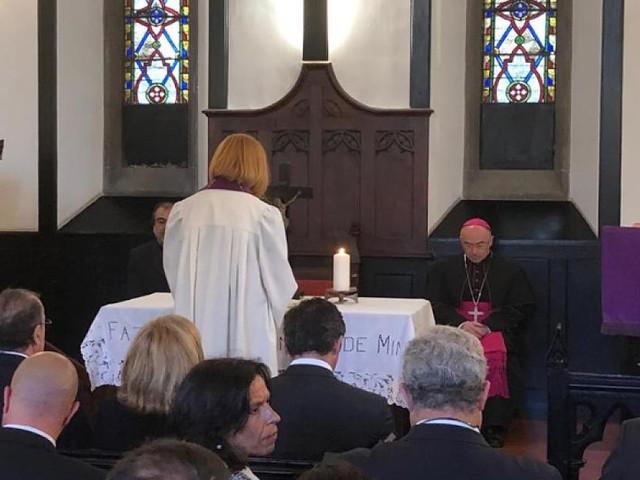 """Gottesdienst auf Madeira - Beim """"Ave Maria"""" fließen die Tränen: Pfarrerin gibt Trauernden nach Bus-Drama Kraft"""
