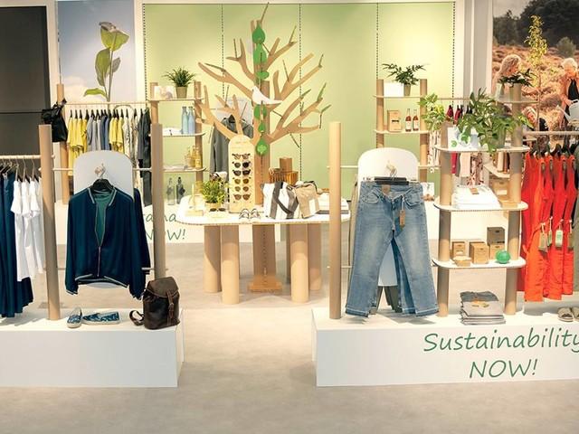 EK/servicegroup macht Nachhaltigkeit bei MAY Fashion erlebbar