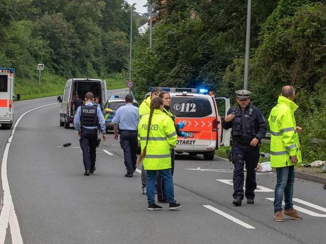 Schwerer Unfall: Mutter und Säugling sterben bei Unfall auf der Aachener Straße