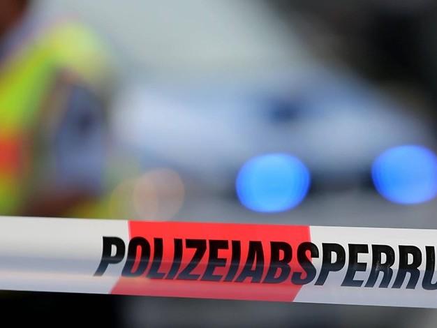 Ölspur auf nasser Fahrbahn: Frau verletzt sich bei Verkehrsunfall in Euskirchen schwer