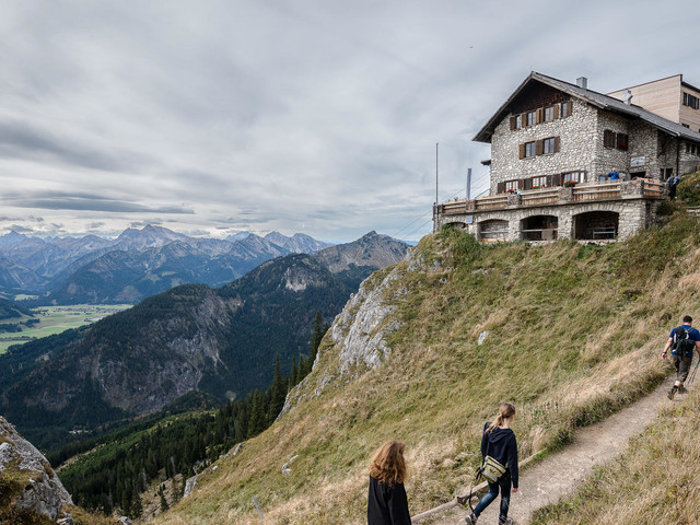 Hütten wieder offen: Diese Regeln gelten jetzt beim Wandern in den Alpen