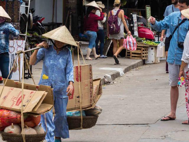 """""""Praktisch Faktisch"""" - Der Wissenspodcast: Sieben Tipps für eine Reise durch Vietnam"""