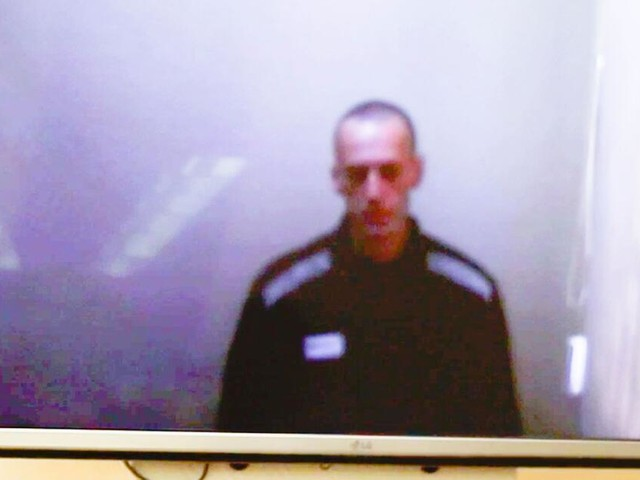 Erste Bilder nach Hungerstreik - Geschwächter Nawalny greift Putin an