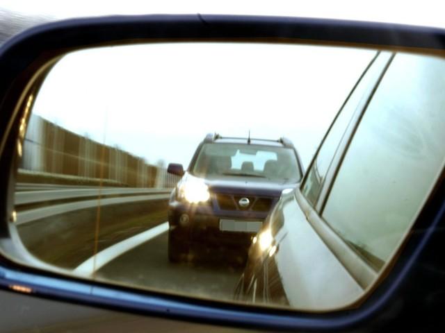 Nötigung im Straßenverkehr?: So gehen Autofahrer richtig mit Dränglern um