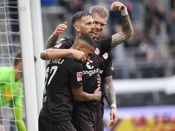 Fußball: Zweitligalegende blickt nach Schalkes Terodde auf Burgstaller