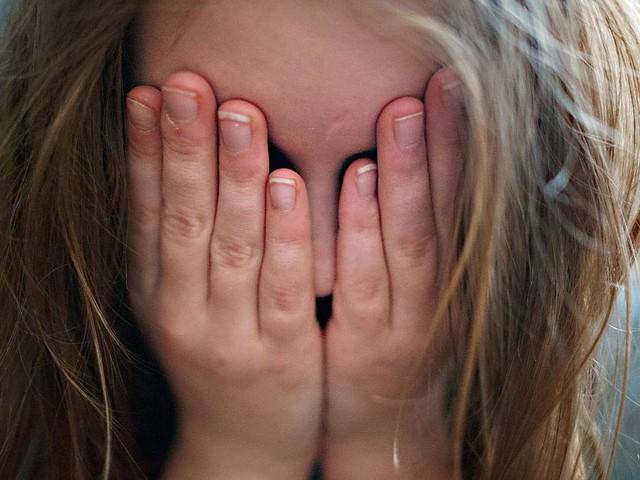 Für 21.000 Euro - Russin verkauft Entjungferung ihrer Tochter im Netz - sie ahnt nicht, wer Käufer ist