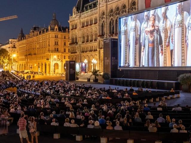 Trotz Corona: 250.000 Gäste beim Film Festival auf dem Rathausplatz