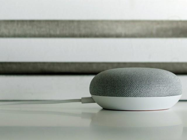 Google Home Mini im Test: der günstigste Weg zum Google Assistant
