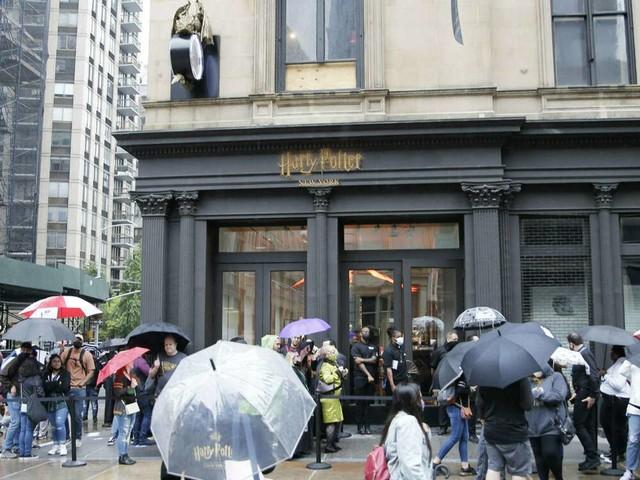 """Mega-Ansturm in New York: Größter """"Harry Potter""""-Laden der Welt hat geöffnet"""