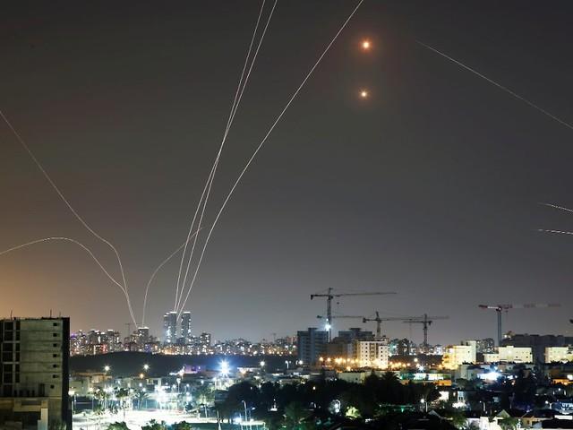 Vergeltung für Luftangriff: Hamas feuert 130 Raketen auf Tel Aviv