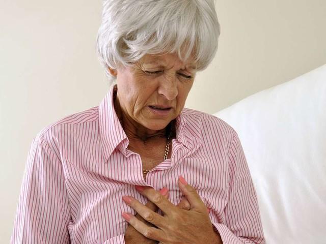 Oft unerkannt: Herzinfarkt bei Frauen – Diese Symptome sollten Sie erkennen