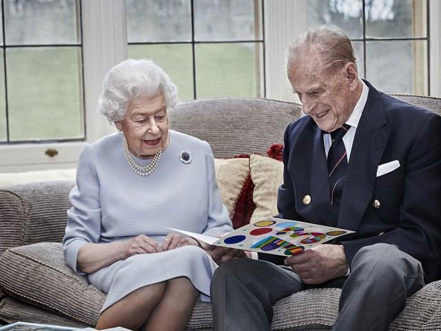 Queen Elizabeth und Prinz Philip feiern ihren 73. Hochzeitstag