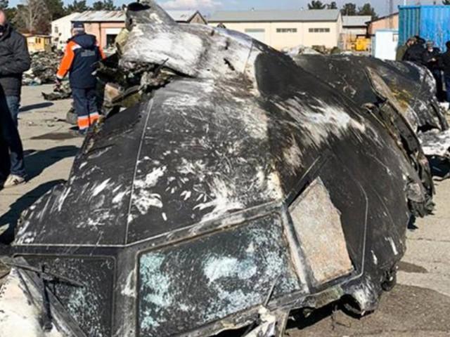 Neues Video: Flugzeug aus Ukraine von zwei Raketen getroffen
