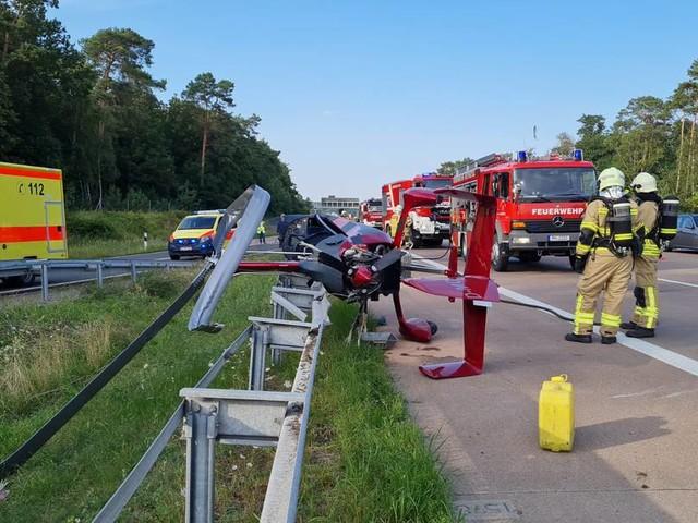 Mehrere Verletzte: Hubschrauber stürzt auf Autobahn in Brandenburg