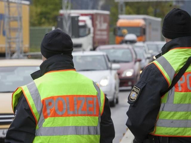 Bundespolizei nimmt nahe der Grenze drei international gesuchte Straftäter fest