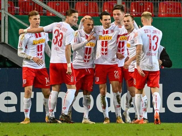 DFB Pokal: Cool im Elfmeterschießen: Jahn Regensburg wirft Köln raus
