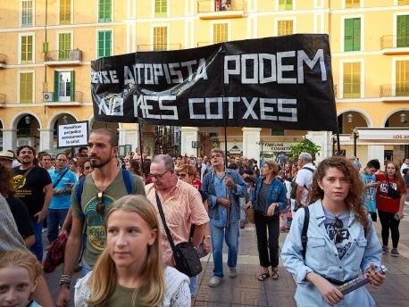 Tausende protestieren gegen Massentourismus auf Mallorca