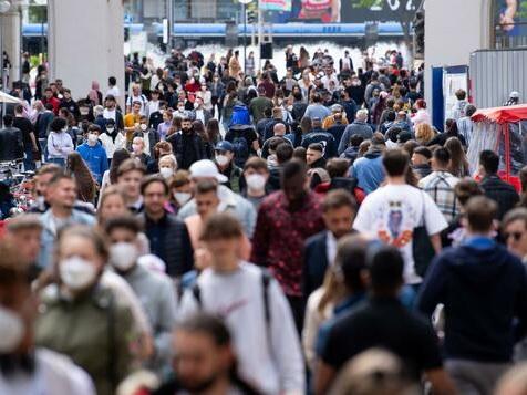 Wieder fast 1000 Neuinfektionen – Inzidenz steigt auf 5,5