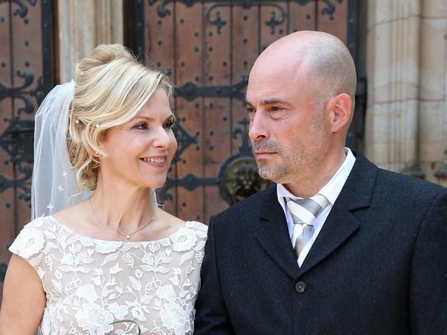 "TV-Ärztin aus ""In aller Freundschaft"": TV-Star Andrea Kathrin Loewig hat geheiratet"